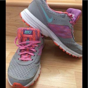 Women's Nike Air shoes. EUC. Sz 8.5